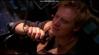 Сериал Светлячок, захватывающая сцена пилотной серии.