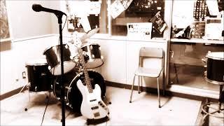 趣味でやってみました。ドラムしかできないので弦楽器と歌は適当です。