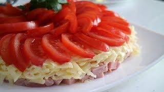 Очень простой и вкусный салат из помидор, ветчины и сыра