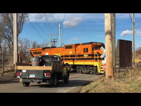 Providence & Worcester pulling freight in Middletown, CT