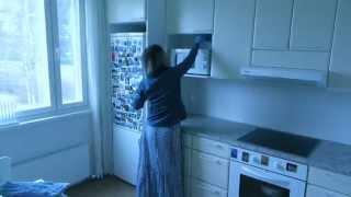 Моем шкафы на кухне за 2 минуты(Кухня всегда будет выглядеть чистой, если раз в неделю в течение 2 минут протирать кухонные шкафы на кухне..., 2014-11-30T12:28:44.000Z)