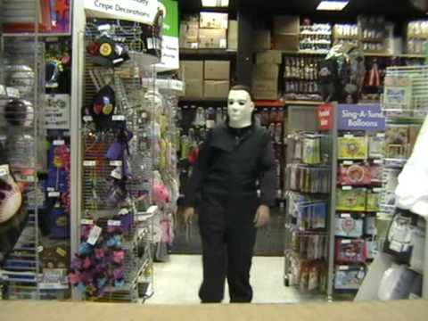 HalloweeN - Michael Myers kills Halloween store workers in this ...