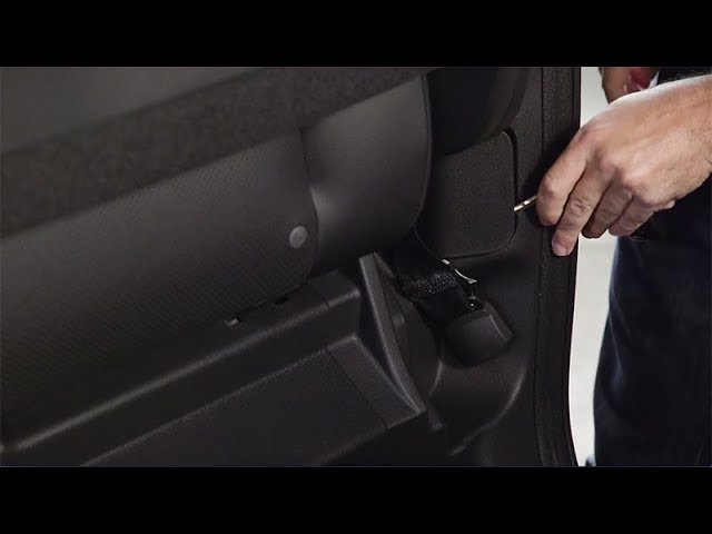 2018 Honda Ridgeline Tips & Tricks: How to Use the Fuel Door Release
