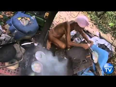 Người đàn ông 20 năm không mặc quần áo - HANAMTV.COM