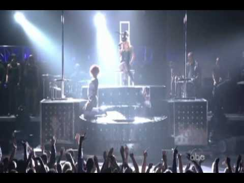 Rihanna - S&M Feat. Britney Spears Billboard Music Awards 2011