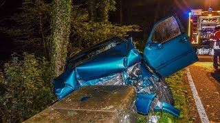 MERCEDES RAST GEGEN MAUER - [Junger Fahrer schwer verletzt] - FEUERWEHR KARLSBAD