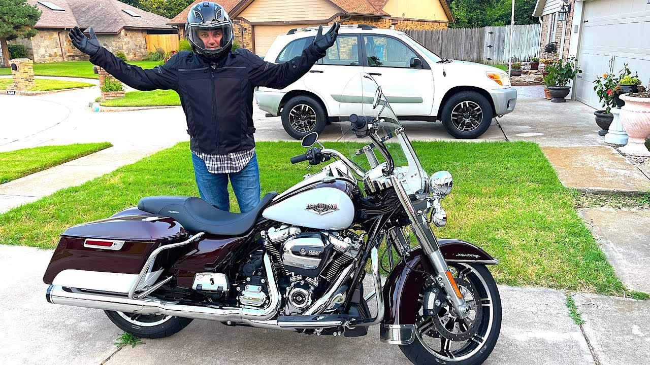 First Highway Motovlog Ever! Riding the 2021 Harley Davidson Road King 75mph!