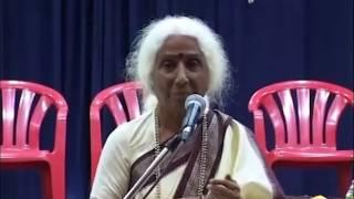 Dr. Prabha Atre in conversation with students at Mumbai University