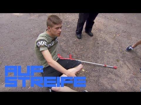Armer André! Trotz Krücken umgeschubst! | Auf Streife | SAT.1 TV
