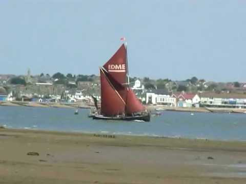 Thames Sailing Barge...music by mizzissippiblues