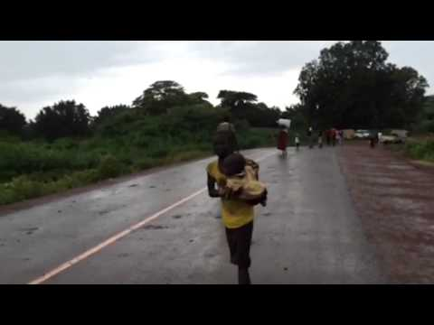 Ethiopian refugees crossing the border from South Sudan - UNHCR staff footage