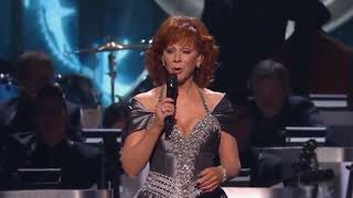 Reba McEntire- Let It Snow with guest's CMA Country Christmas 2018