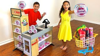Heidi Play Shopping for 5 Surprise Mini Brands Toys