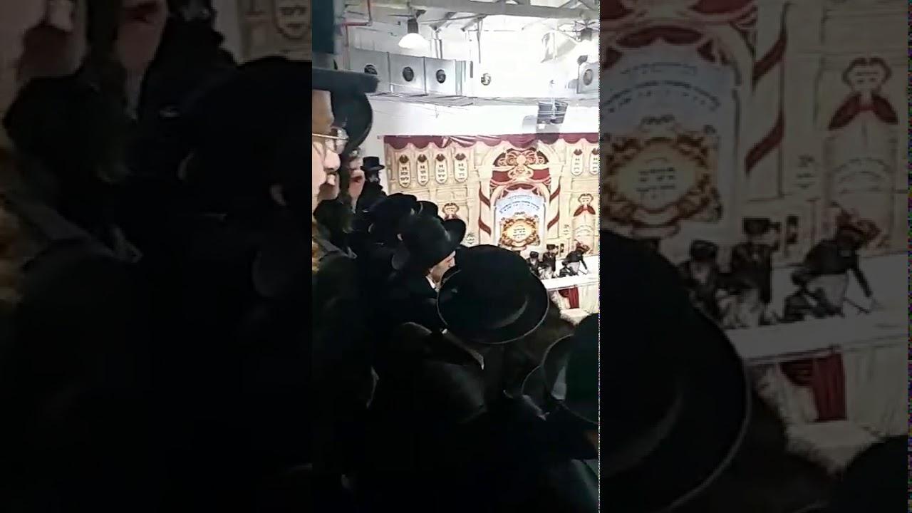 Seret Viznitz Rebbe  Singing Odeh Hashem