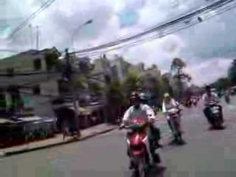 Saigon - Crossing the Street