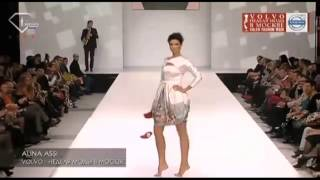 Скачать Model Loses Her Shoes During Alina Assi Spring Summer 2013 Fashion Show
