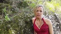 #StopptRückwürfe: Johanna Klante springt ins Wasser.