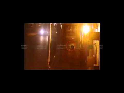 VIDEO: Un joven fuera de sí golpeó a un anciano ciego y hasta le tiró el bastón