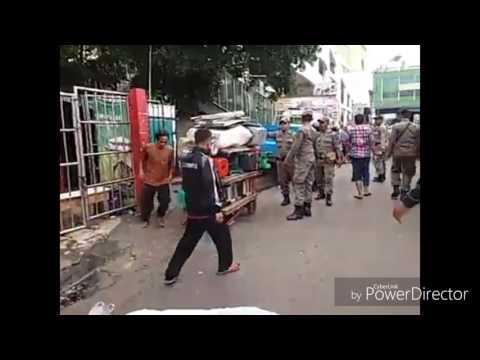 Bentrok Satpol PP dan Pedagang Warga Masjid Al Makmur Tanah Abang