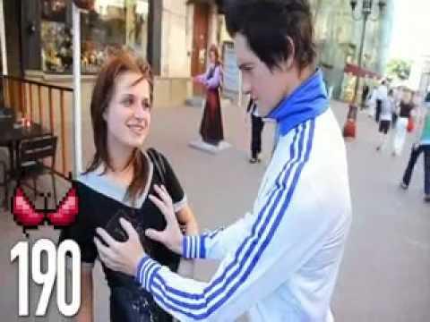Chàng trai sờ ngực được 1000 phụ nữ khắp thế giới