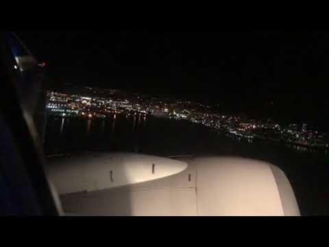 United Airlines B737-900 Takeoff From San Francisco International At Night
