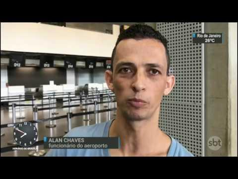 PF pede prisão de turista alemão que agride passageiros em aeroporto - SBT Brasil (24/03/17)