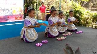 Tari lilin first perform