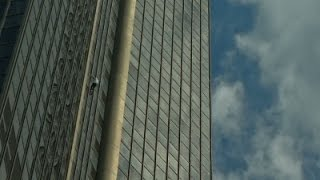 Raw: French 'Spiderman' Climbs Tower for Nepal