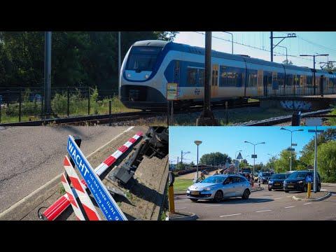 Spoorboom stukgereden bij station Castricum, veel overlast | 24/06/2021