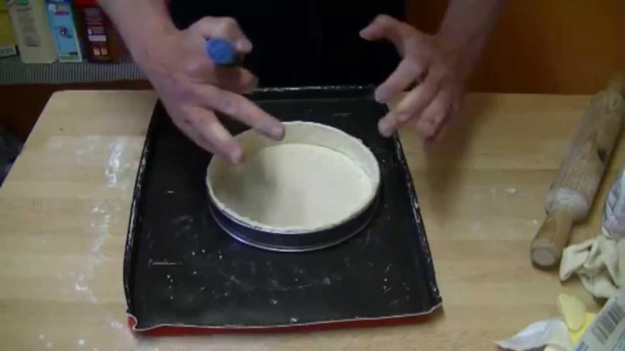 comment foncer un moule ou cercle tarte avec une p te. Black Bedroom Furniture Sets. Home Design Ideas