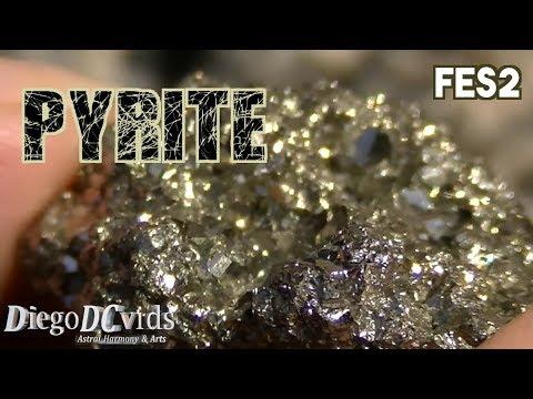 Pyrite (FeS2) Sulfide mineral - fool's gold - pirita de ferro