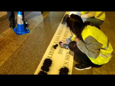Pintan pasos de peóns en Covas, Celeiro, Lodeiro e Viveiro con versos de Rosalía