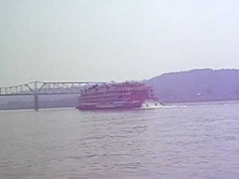 Steamer MISSISSIPPI QUEEN departing Madison IN July 2005
