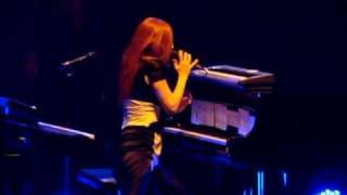 Tori Amos Live In Paris - Smokey Joe (Version 1)