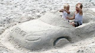 Видео детям. Строим машину из песка. Развлечения детям.(Новое видео детям! Никита решил построить машину из песка! Сначала соберем побольше песка в одну кучу. Опред..., 2016-03-01T11:01:10.000Z)