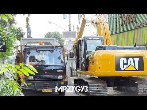 CAT Digger Excavator 320D2 Digging Installing Box Culvert