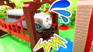 カプセル プラレール  きかんしゃトーマス ヒューゴが橋から落ちそう?!新幹線 はやぶさ やジェームスやデンも登場!OmotyanoPrussian