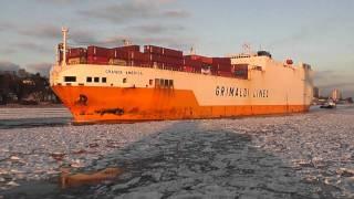 GRANDE AMERICA im Hamburger Hafen, Winter 2012