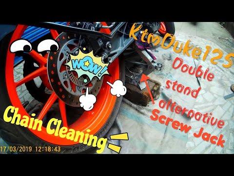 KTM DUKE 125 CHAIN CLEANING WITH MOTUL C1 C2 | SCREW JACK AS ALTERNATIVE OF DOUBLE STAND OF KTM DUKE