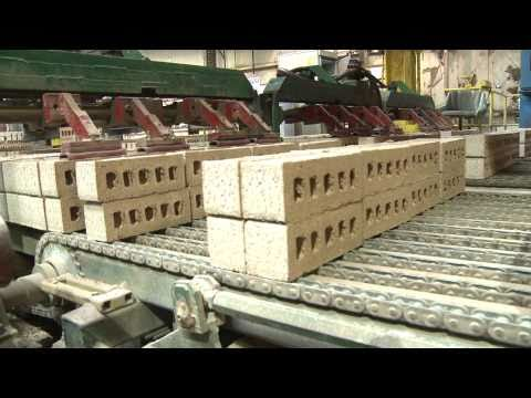 Concrete block making machine operating doovi - Aac blocks vs clay bricks ...