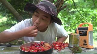 Wild Cooking-Catch crawfish from the river. The must-eat dish in summer.