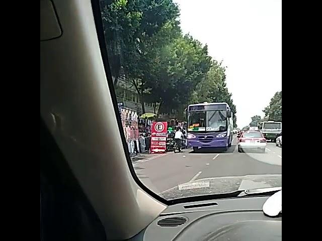 Obstrucción contraflujo del camión y metrobus