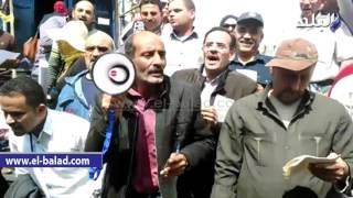 بالفيديو.. وقفة للنقابات العمالية المستقلة على سلالم الصحفيين لرفض قانون الخدمة المدنية