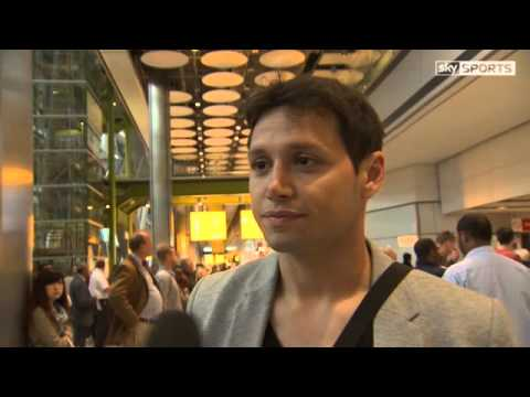 Mauro Zarate arrives in UK to sign for West Ham United