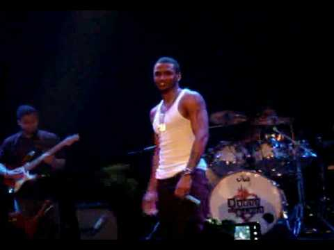 Trey Songz - Can't Help But Wait (LIVE) 2009