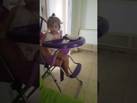 Милена и стул