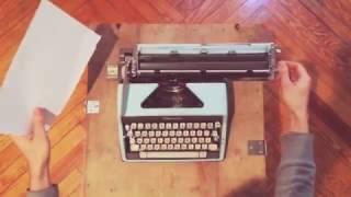 Olympia de Luxe - Portable Typewriter - VidalandYou