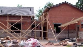 Отчет со стройки в Песочном (конец августа 2015)(Краткий видео отчет со строительства дома в Песочном (август 2015) Строительство домов из газобетона, кирпич..., 2015-08-26T13:57:33.000Z)
