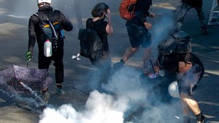 Seattle protest: Police charge forward and use pepper spray on retreating protesters