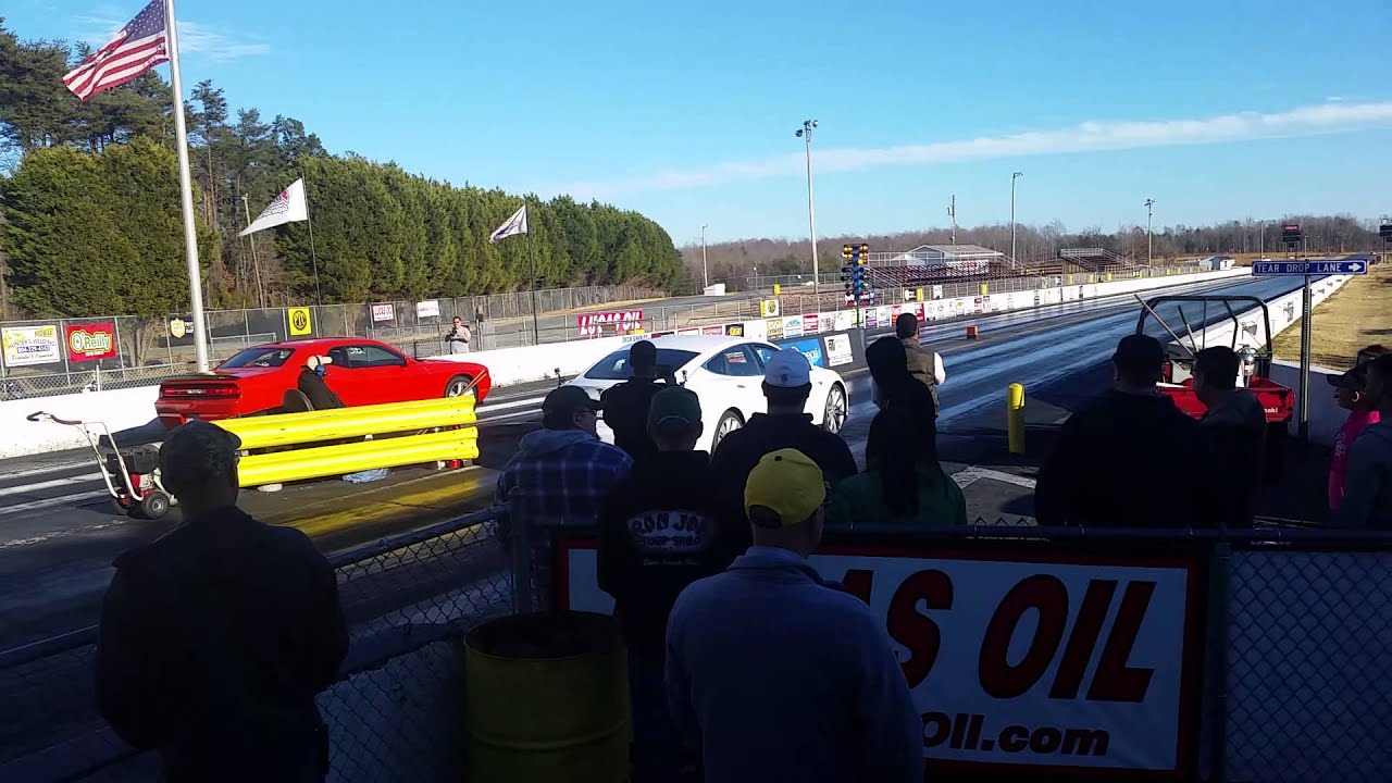 Tesla Drag Racing in Nascar Country - Bloomberg